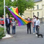 Regenbogenflagge weht vorm Wurzener Stadthaus